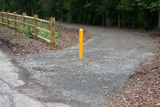 photo of entrance to trail off Creek Road