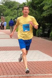photo of Bruce Weber finishing (courtesy of Races2Run.com)