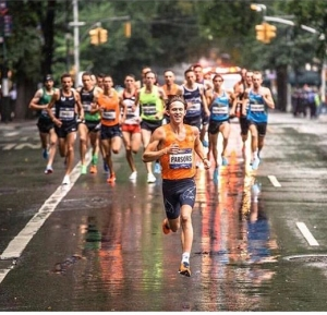 Newark's Sam Parsons leads the pack in the 2018 NYRR Fifth Avenue Mile